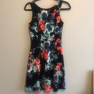 Suzy shier dress size small stretchy materiel